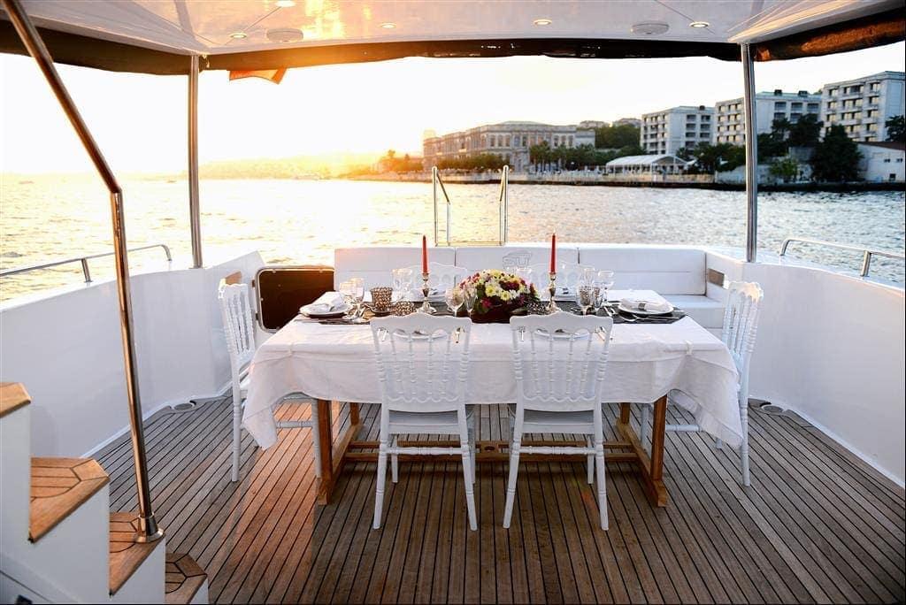SU Prestige Tekne Gün Batımı